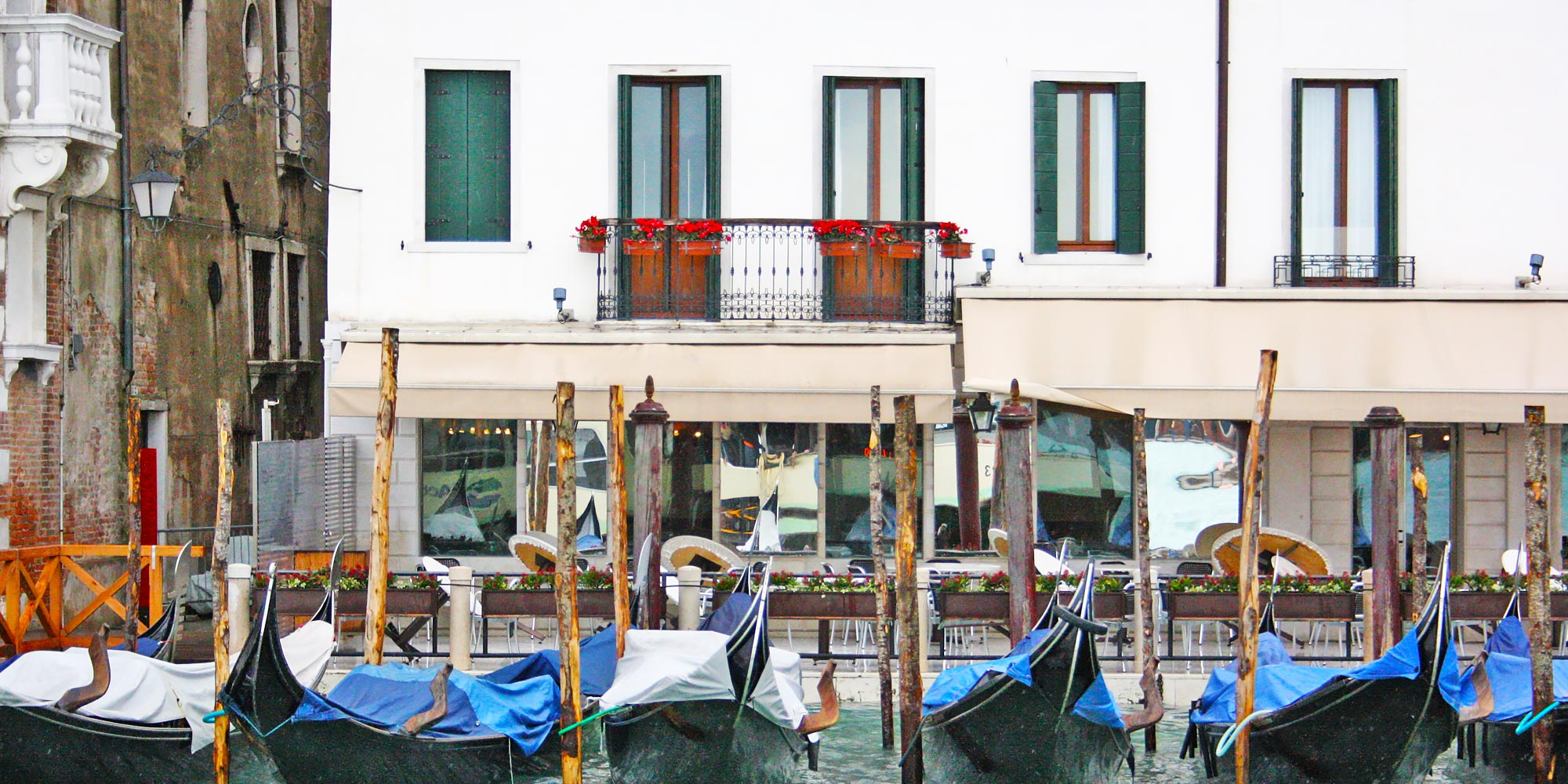 ItalyVeniceHousesBoats