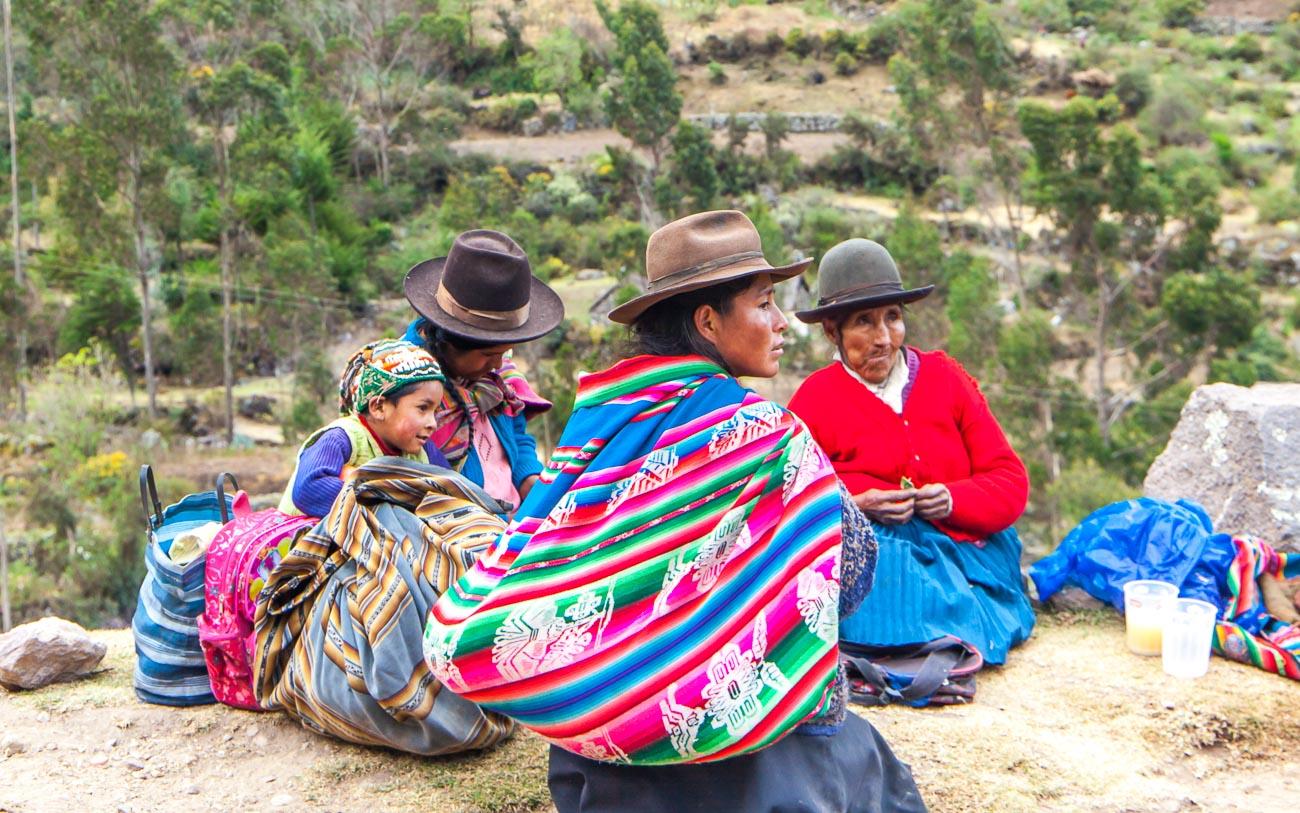 Locals on the Lares Trek