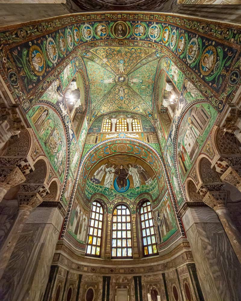 The towering domed Basillica ceiling with an incredible array of green titles