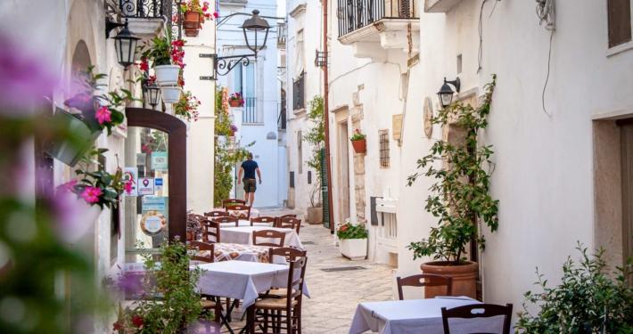 An outside restaurant in the white streets of Locorotondo Puglia