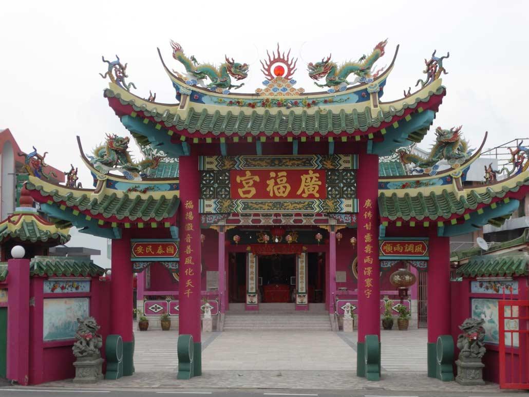Labuan temple - copyright credit Harry Mitsidis on Nomad Mania
