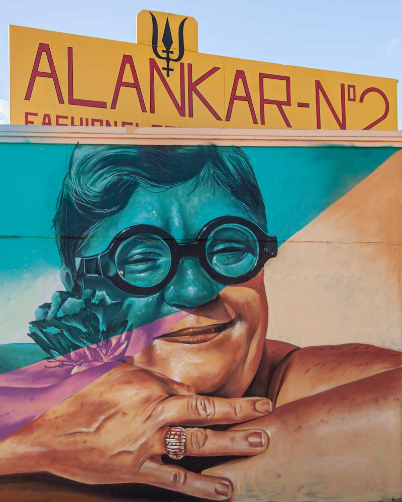 Street art of a smiling aunty with sunglasses in San Nicolas