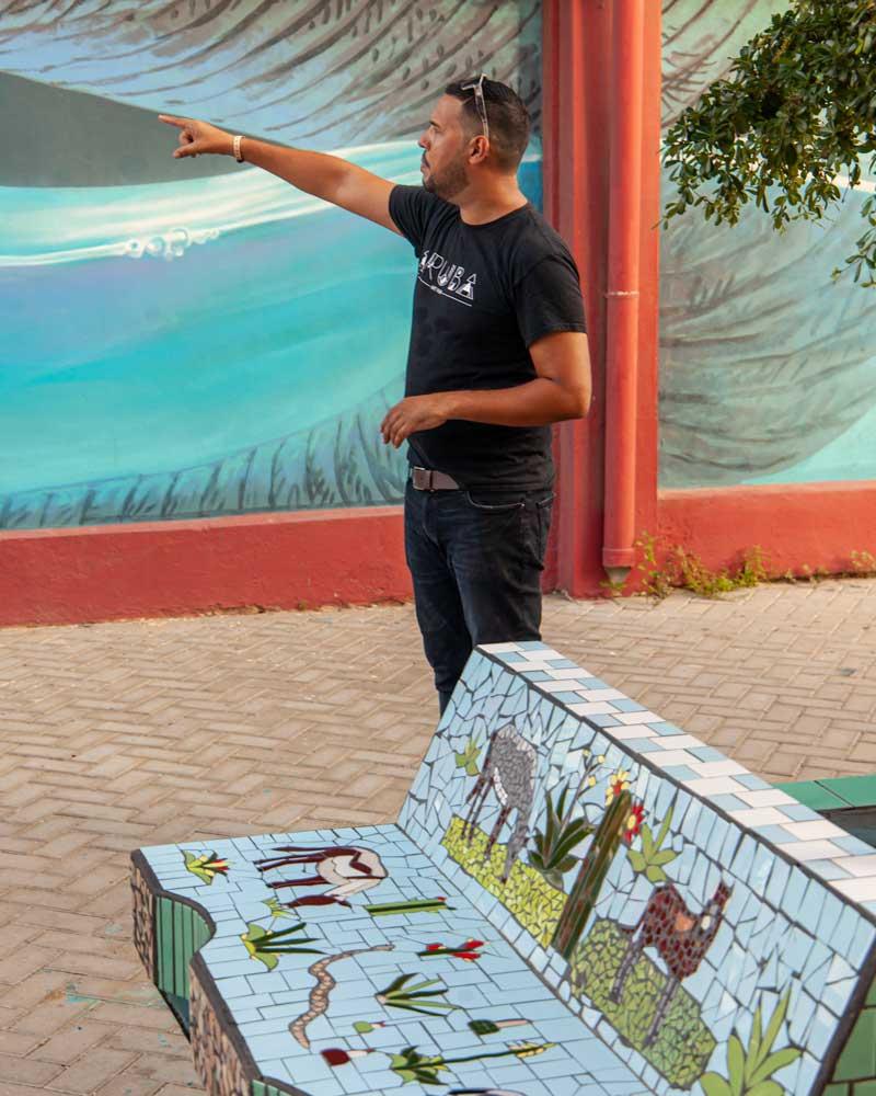 A tour leader on a street art tour of San Nicolas